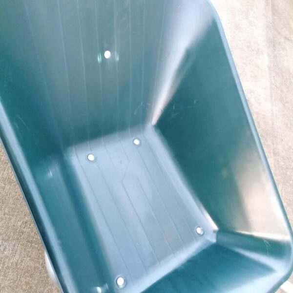100L wheelbarrow bucket details up close