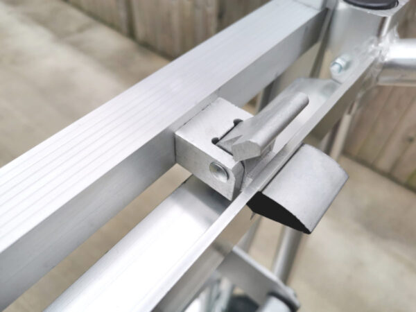The locking mechanism of the 3 in 1 trolley